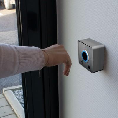 Bouton poussoir d'ouverture de porte sans contact